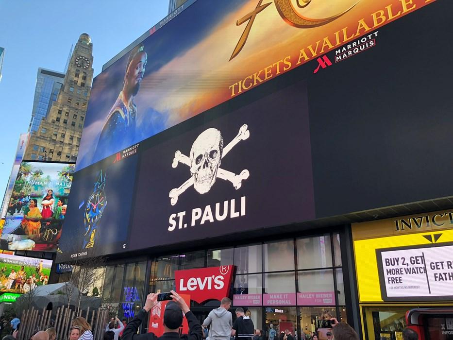 Totenkopf am Times Square