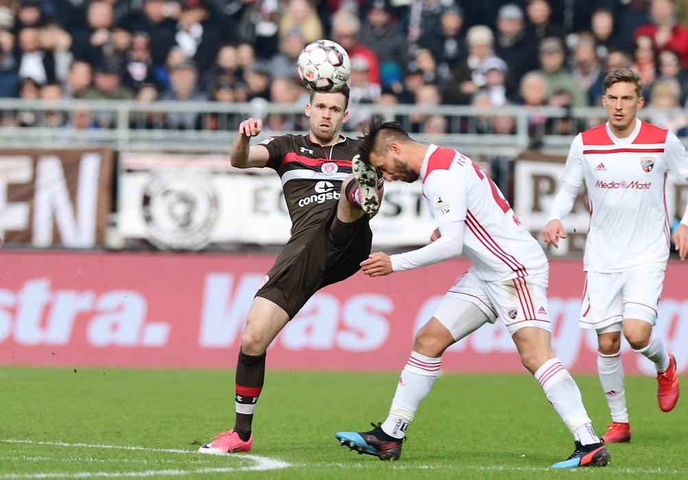 Nicht nur gegen Ingolstadts Robin Krauße ging Christopher Buchtmann unfair zu Werke. Der Mittelfeldspieler beging insgesamt 37 Fouls.