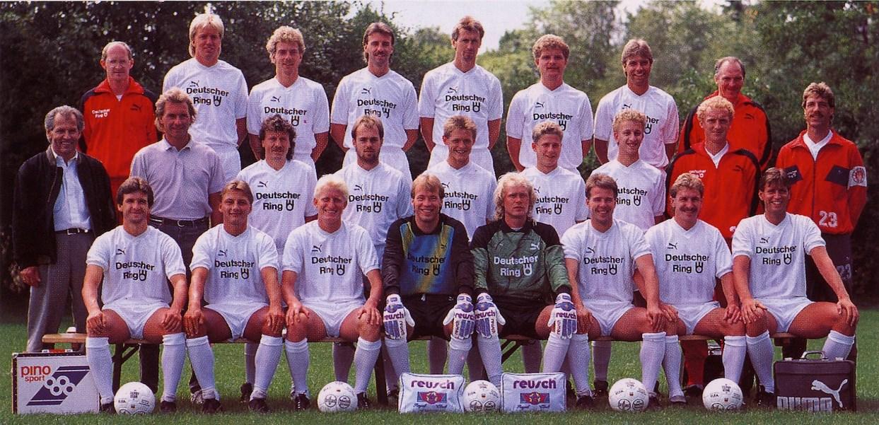 Mannschaftsfoto 1989/90: Das KIEZBEBEN bekommt nach dem tollen 10. Platz am Ende der Vorsaison eine Zugabe.