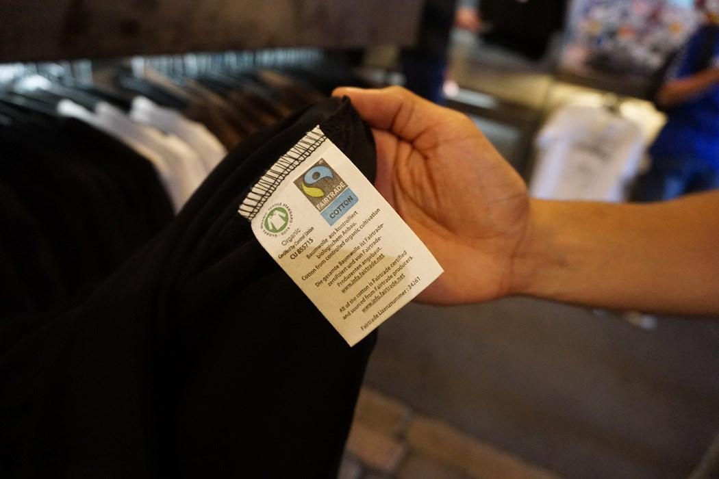 Die neue Zertifizierung ist in jedem Shirt zu finden.