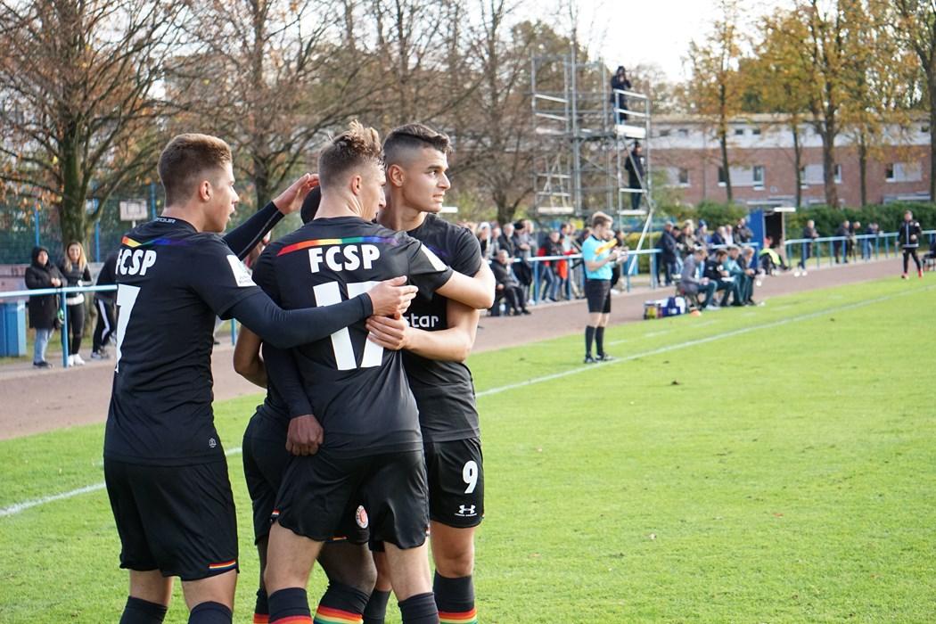 """Voller Fokus! Die U19 will auch im Derby gegen die """"Rothosen"""" wieder jubeln."""
