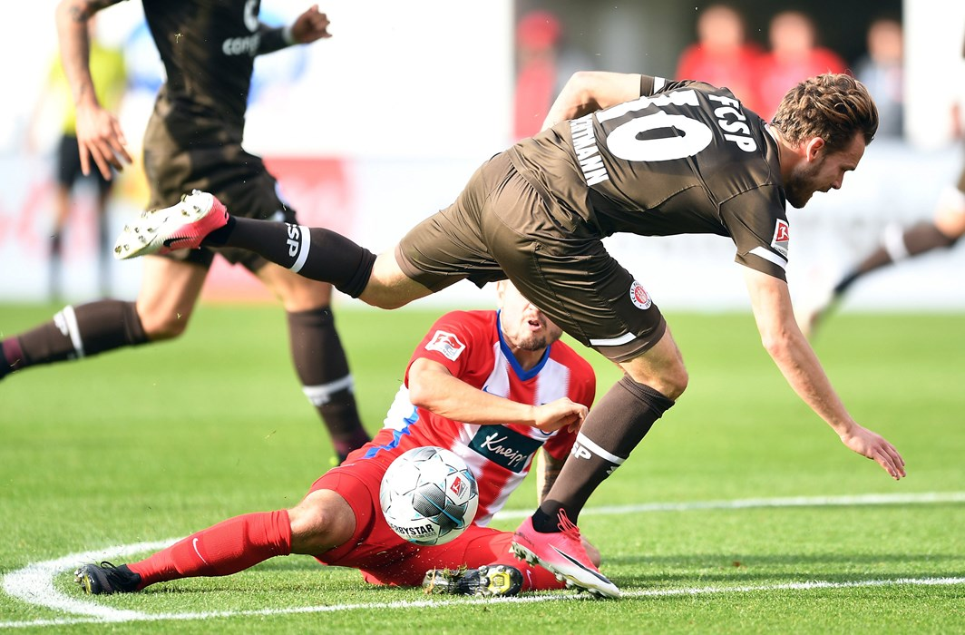 Christopher Buchtmann was forced to go off in the 33rd minute after picking up an injury in a block tackle by Heidenheim's Marnon Busch. Hope to see you back soon, Buchti!