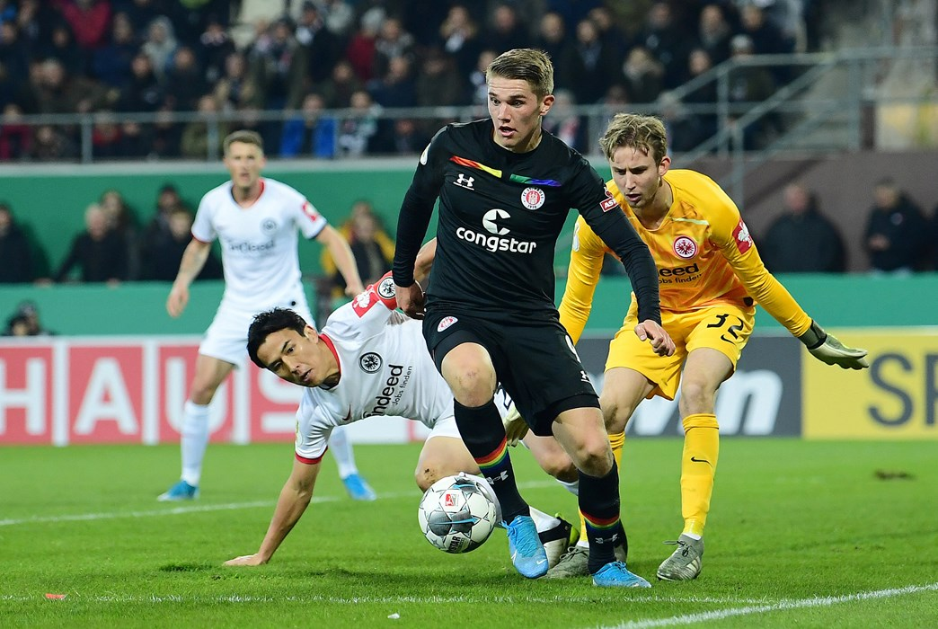 Victor Gyökeres, here under challenge in the box from Makoto Hasebe and Frederik Rönnow, covered lots of ground on Wednesday evening.