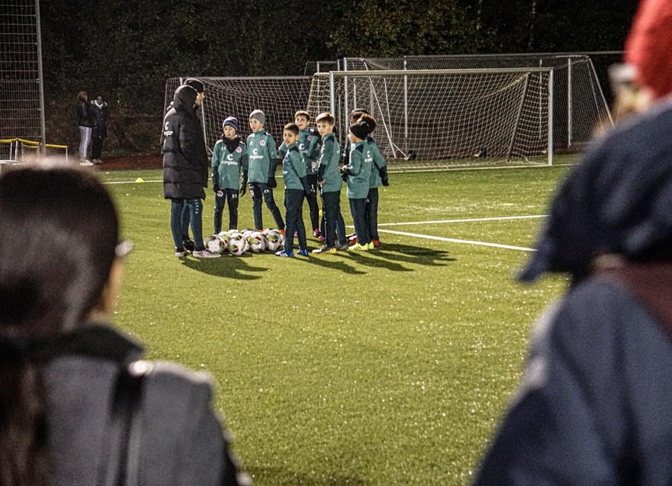 Auch beim Training unserer U10 am Dienstagabend (12.11.) verfolgten die Eltern das Training ihrer Kinder.