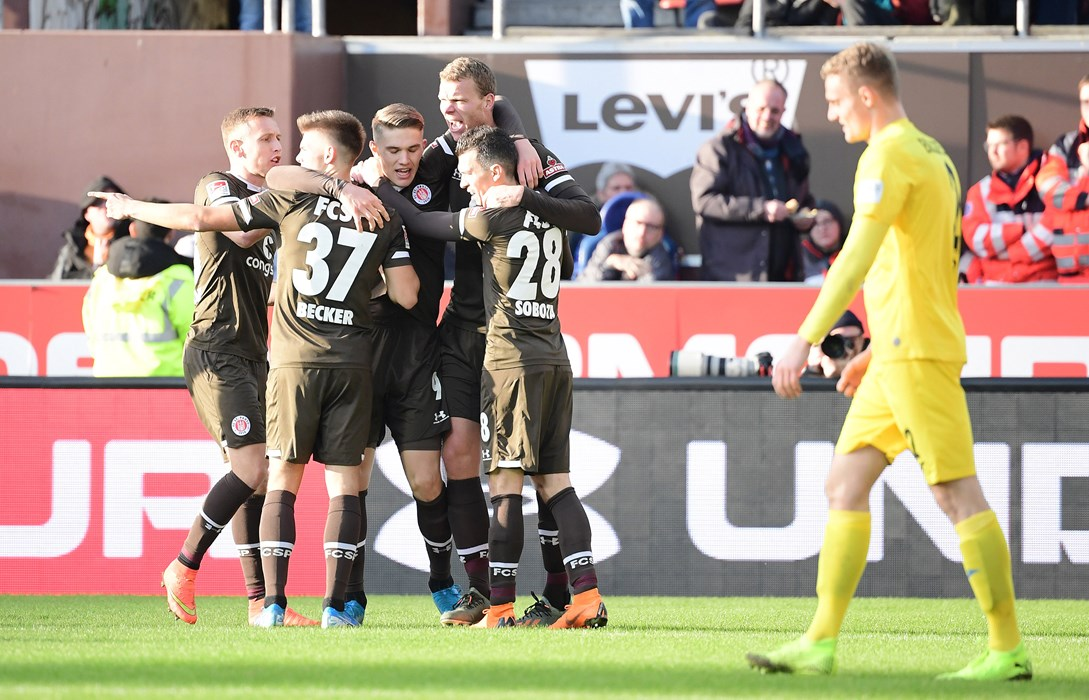 In the 3-0 win against Bielefeld, Gyökeres made the second for Henk Veerman before scoring the third himself.