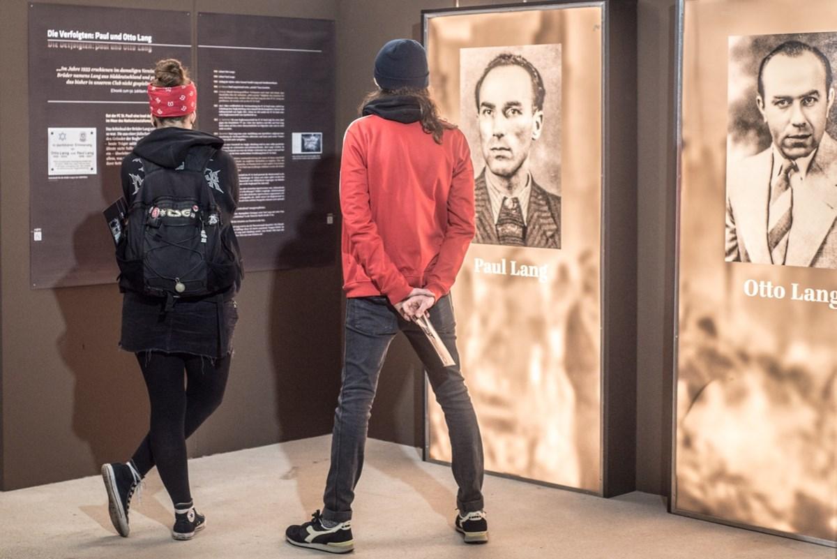 Zu den vorgestellten St. Paulianern gehören auch Paul und Otto Lang, die Gründer der Rugbyabteilung des FC St. Pauli (hier ein Foto aus der 2017 gezeigten Ausstellung im FC St. Pauli-Museum).