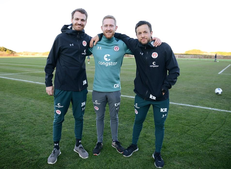 V.l.n.r.: Spielanalyst Jannik Niden und unsere Athletiktrainer Christoph Hainc und Karim Rashwan .