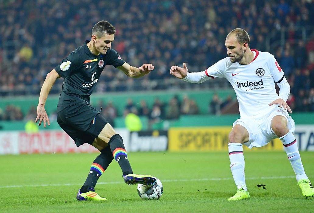 Sein erster Startelf-Einsatz in dieser Saison war im DFB-Pokal gegen seinen Ex-Klub Eintracht Frankfurt.