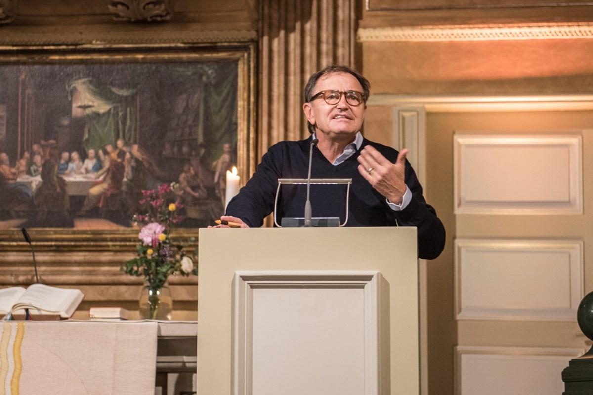 Ewald Lienen erinnerte in seiner mit großem Applaus aufgenommenen Ansprache an die Verantwortung jedes Einzelnen, sich für eine demokratische Gesellschaft einzusetzen.