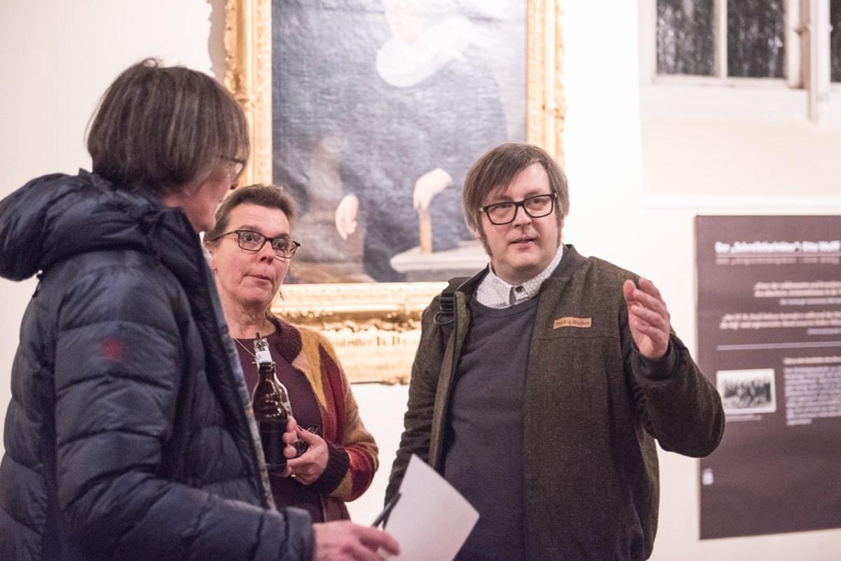 Christoph Nagel, Kurator der Ausstellung, im Gespräch.