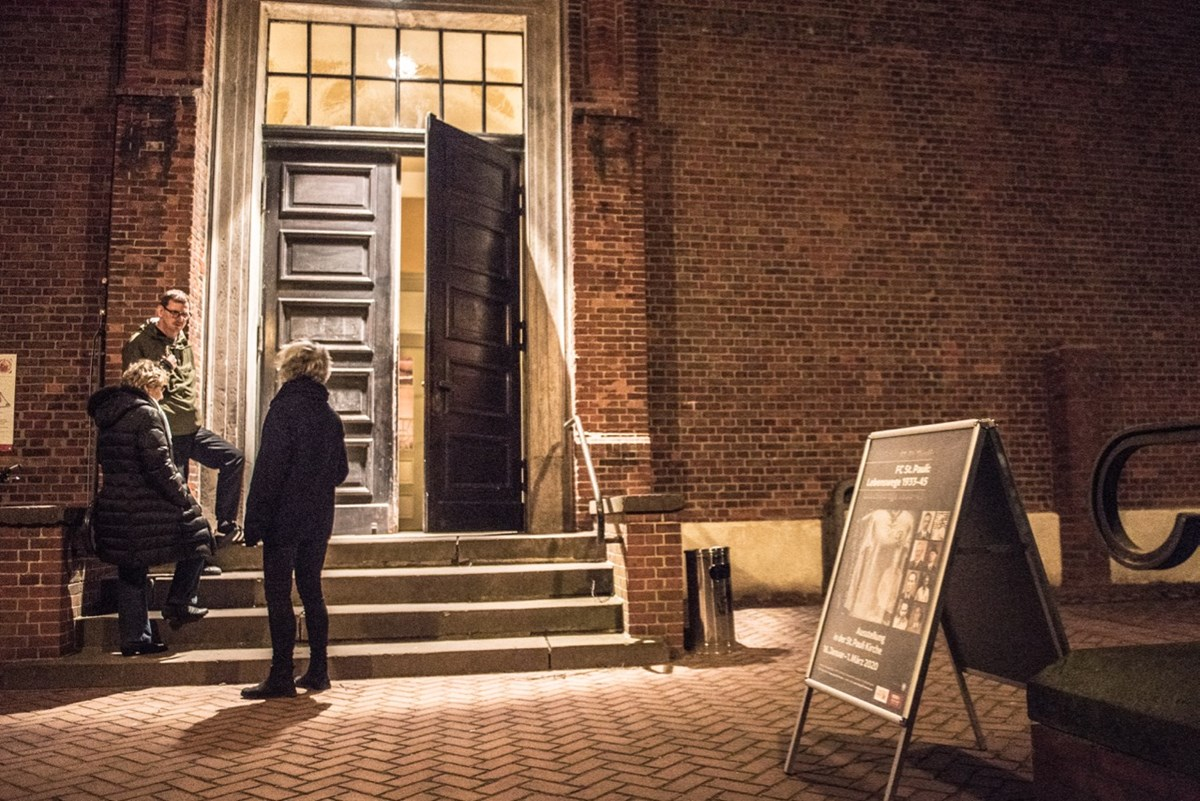 """Eingang der St. Pauli Kirche. Bis Sonntag (1.3.) ist die """"Lebenswege""""-Ausstellung dort fast jeden Donnerstag, Sonnabend und Sonntag geöffnet."""