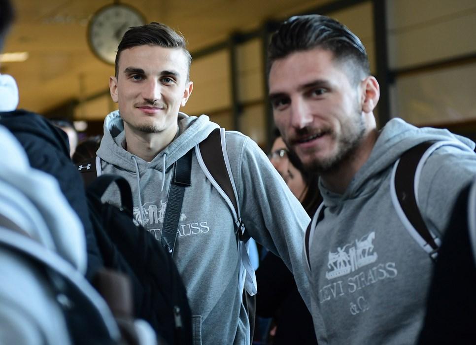 Kurz nach der Ankunft am Flughafen in Valencia waren Philipp Ziereis und Dimitrios Diamantakos noch guter Dinge, am Abend in Hamburg anzukommen.