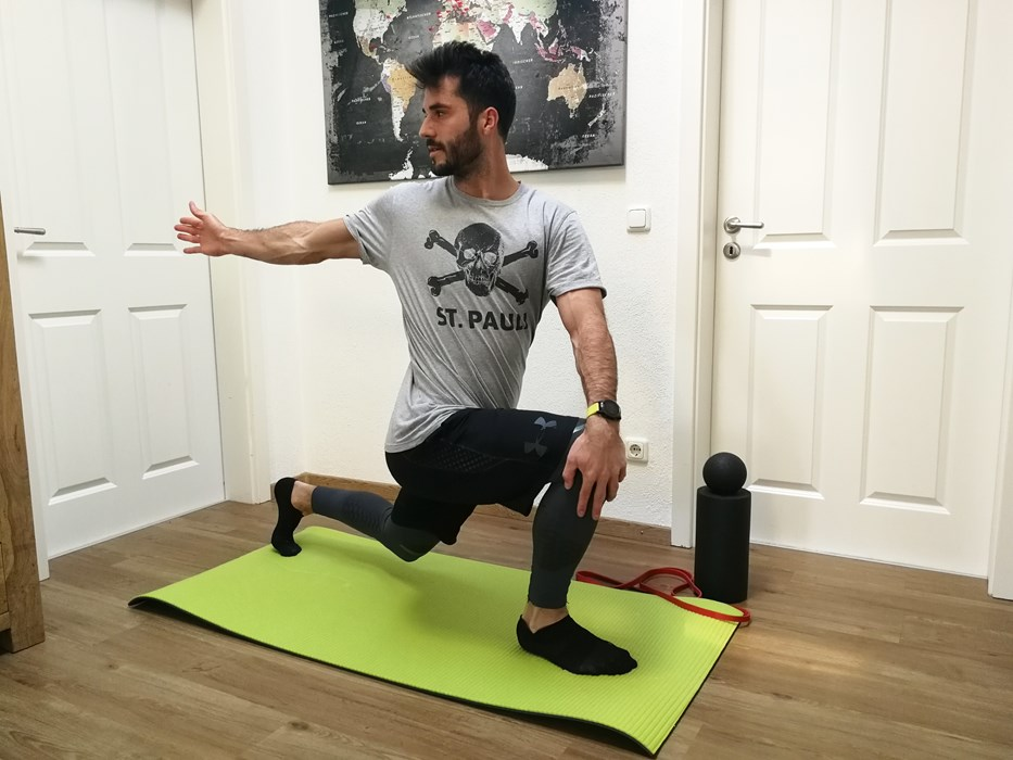 Korbi is keeping fit by doing stabilisation, strength and agility exercises in the hall of his flat.