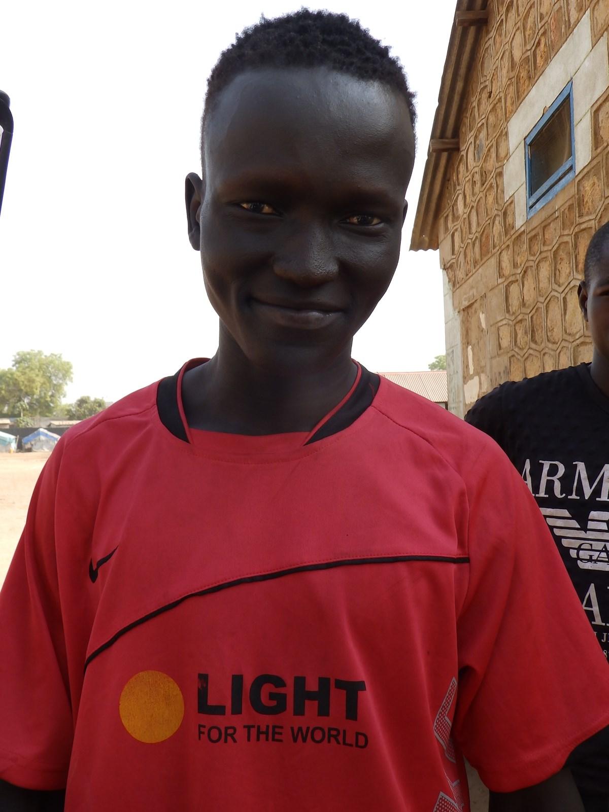 Simon Madol Ako wird zum Blindenfußballtrainer ausgebildet.