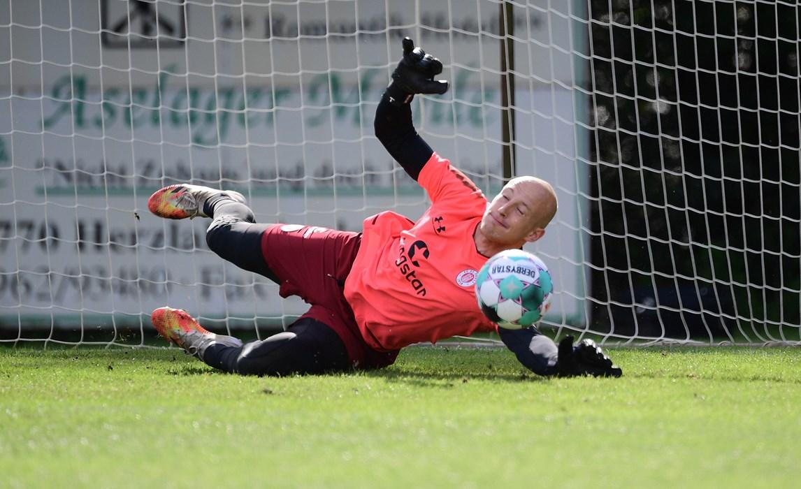 Svend Brodersen war beim abschließenden Elfmeterschießen der Matchwinner für das zuvor auch schon siegreiche Team Blau.
