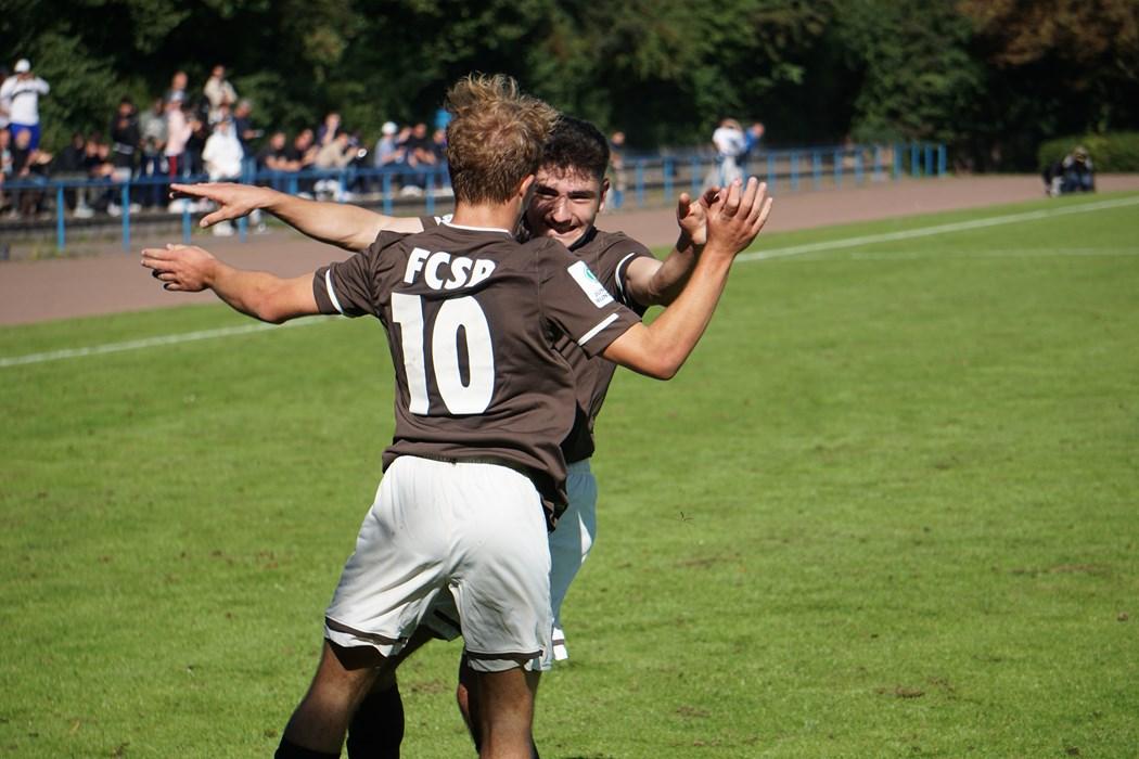 Ein Highlight zum Start: Kann die U17 den Rückenwind aus dem 4:0-Derbysieg nutzen und in Hannover nachlegen?