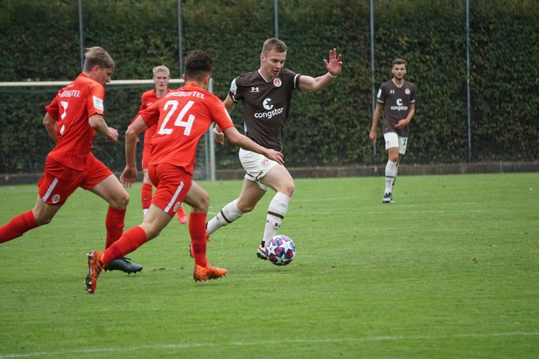 Christopher Grünewald (m.) und die U19 sind Bundesliga-Tabellenführer und wollen den Platz gegen Chemnitz verteidigen.