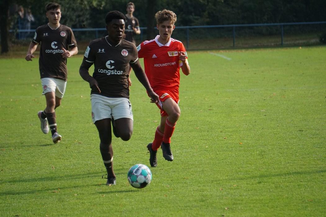 Hammerauftakt für Maxi Baafi (v.m.) und Co. Für die U17 wird die Aufgabe bei Hertha BSC nicht leichter.