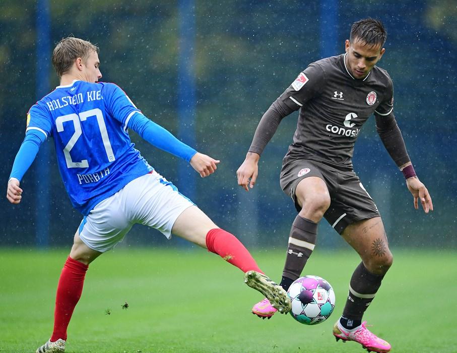 Rodrigo Zalazar (here in a challenge with Kiel's Finn Porath) had two free-kicks saved by Kiel keeper Ioannis Gelios in the first half.