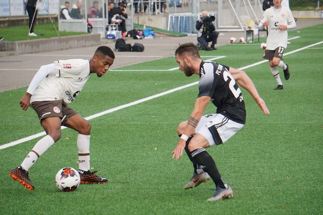 Bärenstark! Aurel Loubongo (l.) und die U23 am vergangenen Wochenende beim Derbysieg gegen Teutonia 05.